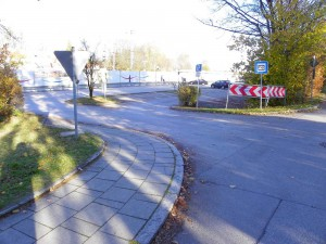 S-Bahn-Parkplatz-Zufahrt in Zorneding (Foto: Peter Pernsteiner)