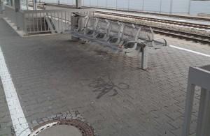 Am Bahnsteig von Zorneding (Foto: Peter Pernsteiner)