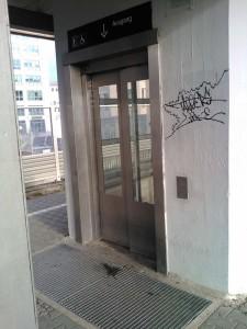 Aufzug am S-Bahnhof Baldham (Foto: Peter Pernsteiner)