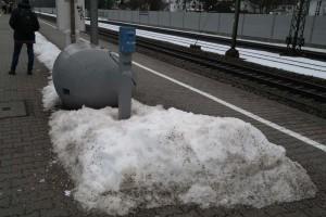 Entwerter am Bahnsteig von Zorneding (Foto: Peter Pernsteiner)