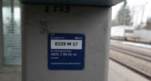 Entwerter am Bahnsteig in Zorneding (Foto: Peter Pernsteiner)