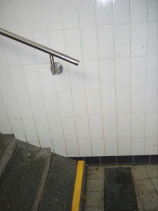 Handlauf am Treppenabgang in Zorneding (Foto: AEZ)