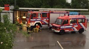 Feuerwehr-Abpump-Einsatz am Bahnhof Zorneding (Foto: Rob Harrison)