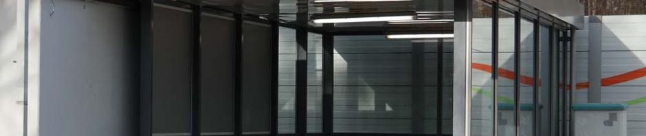 Neue Einhausung des Treppenabgangs am Bahnhof Zorneding (Foto: Pernsteiner)