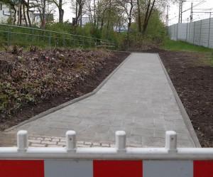 Verbindungweg am Bahnhofsparkplatz von Zorneding (Foto: Pernsteiner)